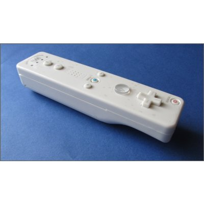 Nintendo Wii Remote Controller mit Motion Plus inkl. Silikonhülle & Fangband ( Weiss )